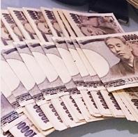 大量の一万円札のイメージ画像